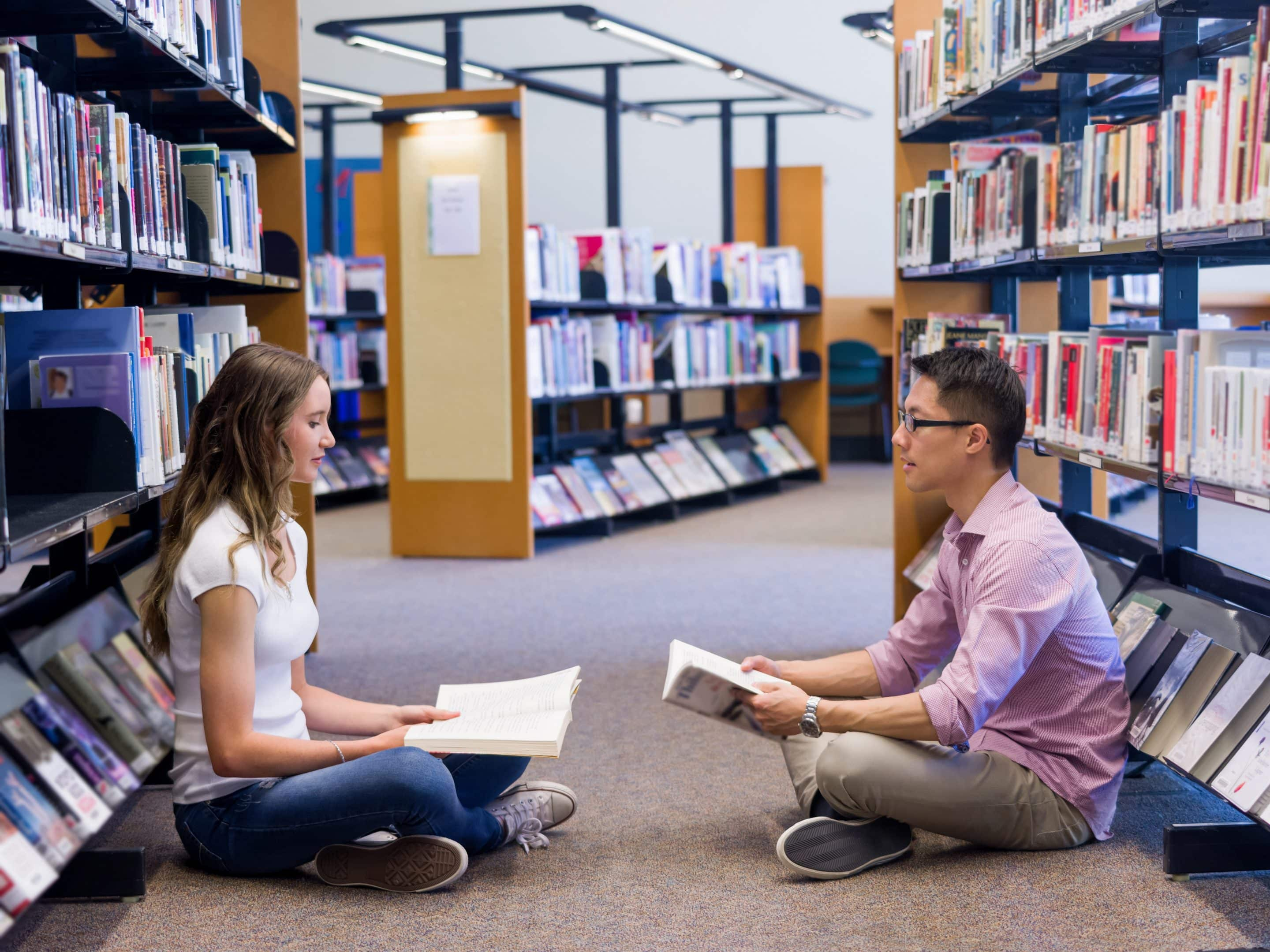 two-young-students-at-the-library-PFBF96P (1)